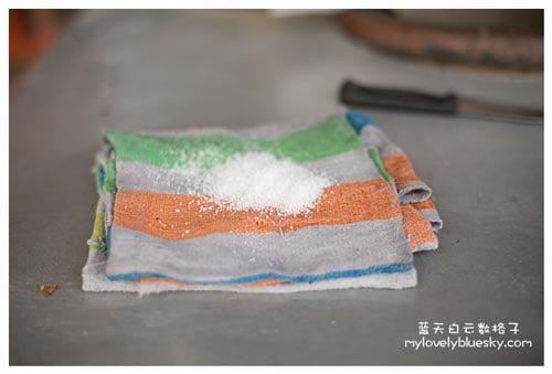 炉的清洗过程 - 用盐来清洗炉的表面
