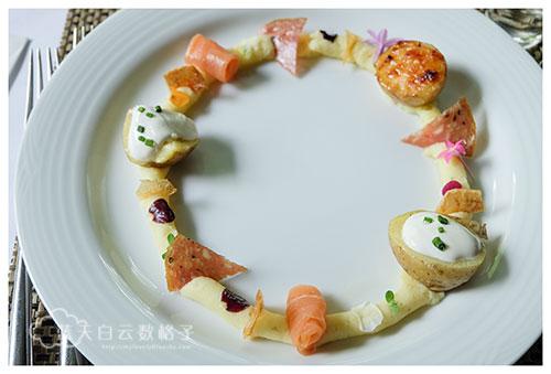 烟熏鲑鱼与潭子马铃薯四重奏缤纷沙拉