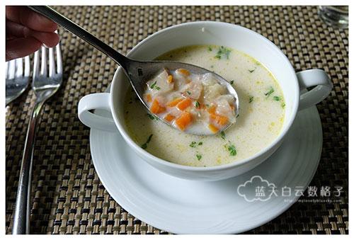 新鲜香草香蔬蛤蜊奶油汤