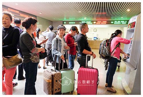 中国海南东环铁路:美兰站 ----》 三亚站