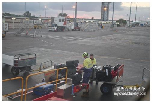Qantas Airways : Darwin (DRW)- Alice Springs (ASP) -Ayers Rock (AYQ)