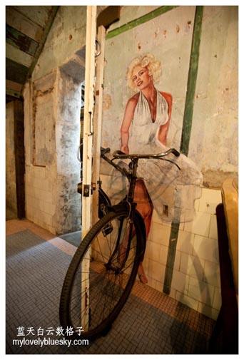 """好莱坞女星玛丽莲梦露""""骑""""脚車的壁画"""