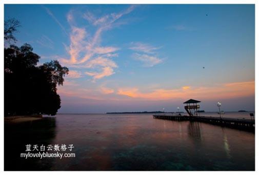 Sunset at Putri Island by Kuen Hoong