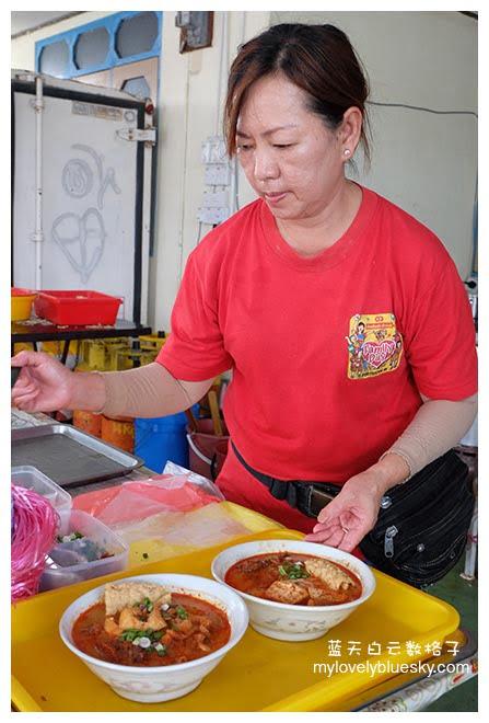 霹雳班台美食:阿琴海鲜咖喱面 + 海鲜叻沙