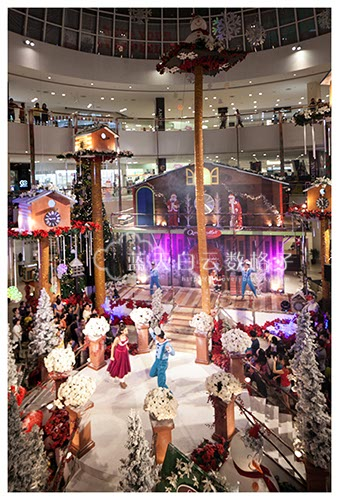 Queensbay Mall: Celebrates A Timeless Christmas