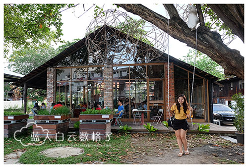Hin Bus Depot 里头的 Tavern in the Park