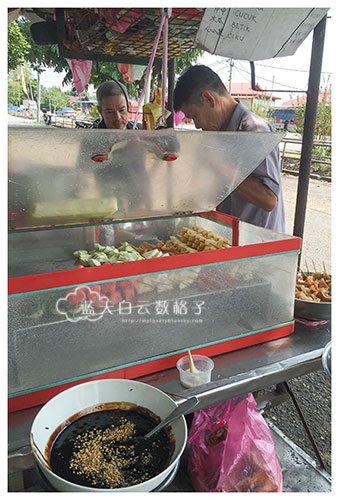槟城峇东埔美食:一天只卖2个小时Rojak 串串