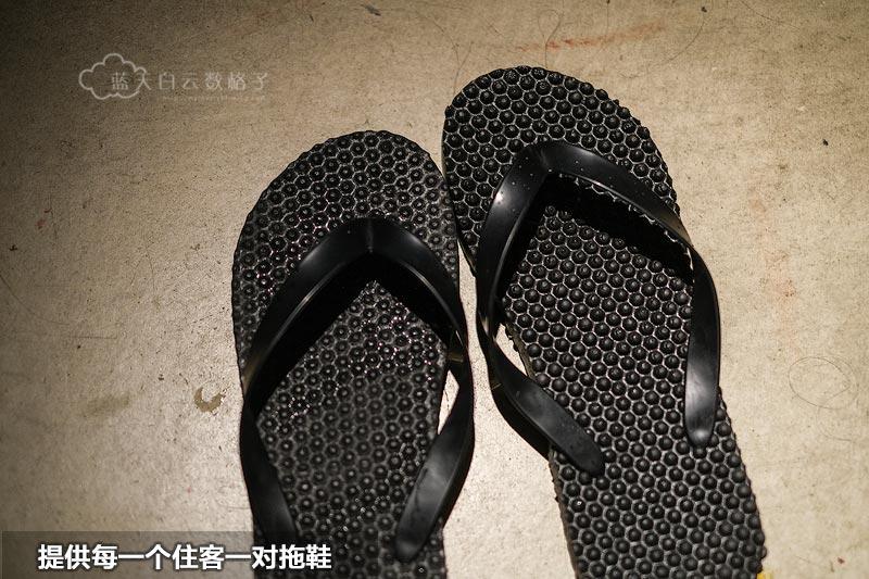 胶囊床位备有拖鞋