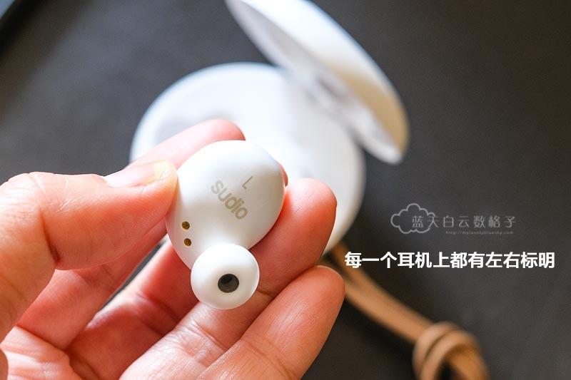 每一个耳机背面也有注明左右